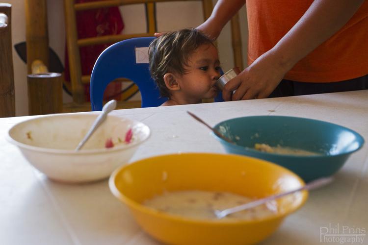 Bambini nella casa famiglia di Isla ng Bata - L'Isola dei Bambini