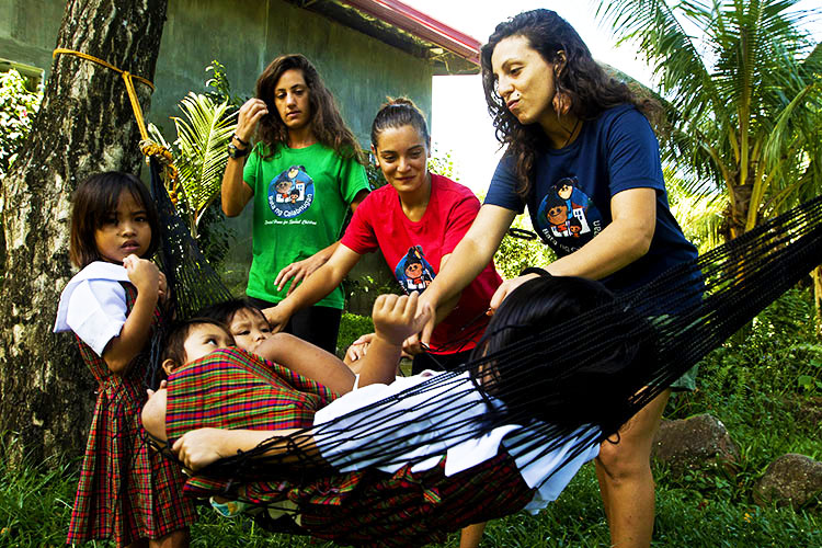 volontariato-bambini-filippine-valentina-altre-volontarie