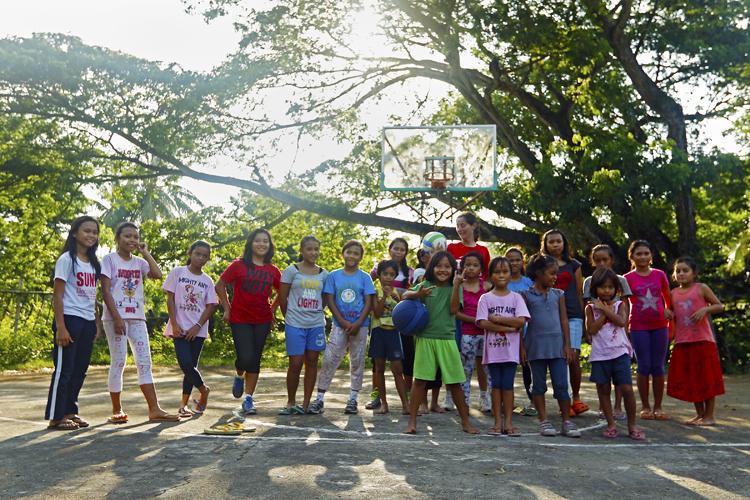 volontariato-filippine-paola-bambine-casa-famiglia