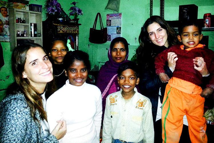volontariato-india-Michela-e-Federica-visitano-una-famiglia-1