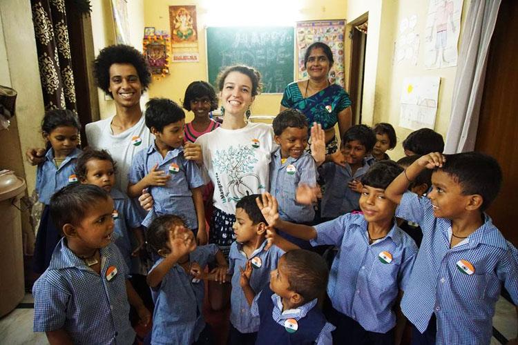 volontariato-india-isla-ng-bata-Annalisa e Niccolò