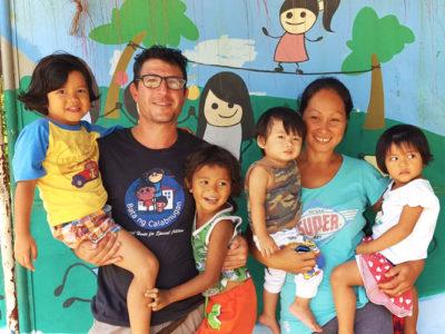 Flora e Francesco in casa famiglia nelle Filippine