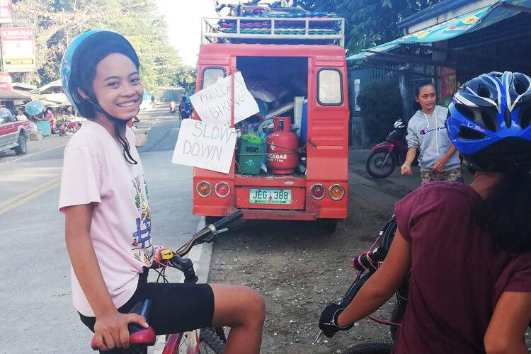 allenamenti-giro-bici-bambine-filippine-1