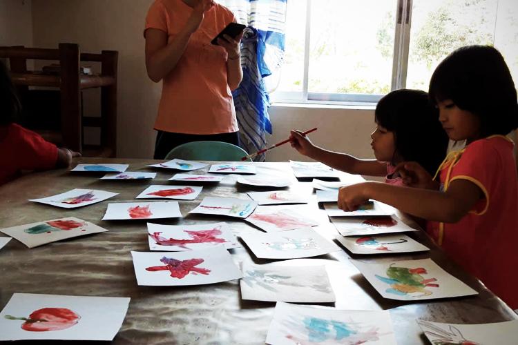 volontariato-filippine-laboratorio-arteterapia-bambini