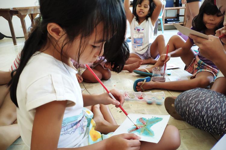 volontariato-filippine-arteterapia-bambini