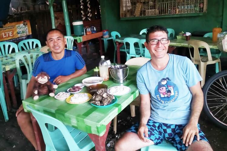 Colazione con ostriche, kinilao, seppiette e brodo di pesce-1