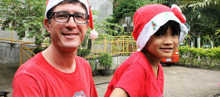 Francesco e Christine, una delle bambine della Casa Famiglia