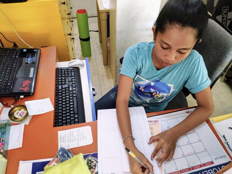 Jeanie-Love-assistente-sociale-filippine-2